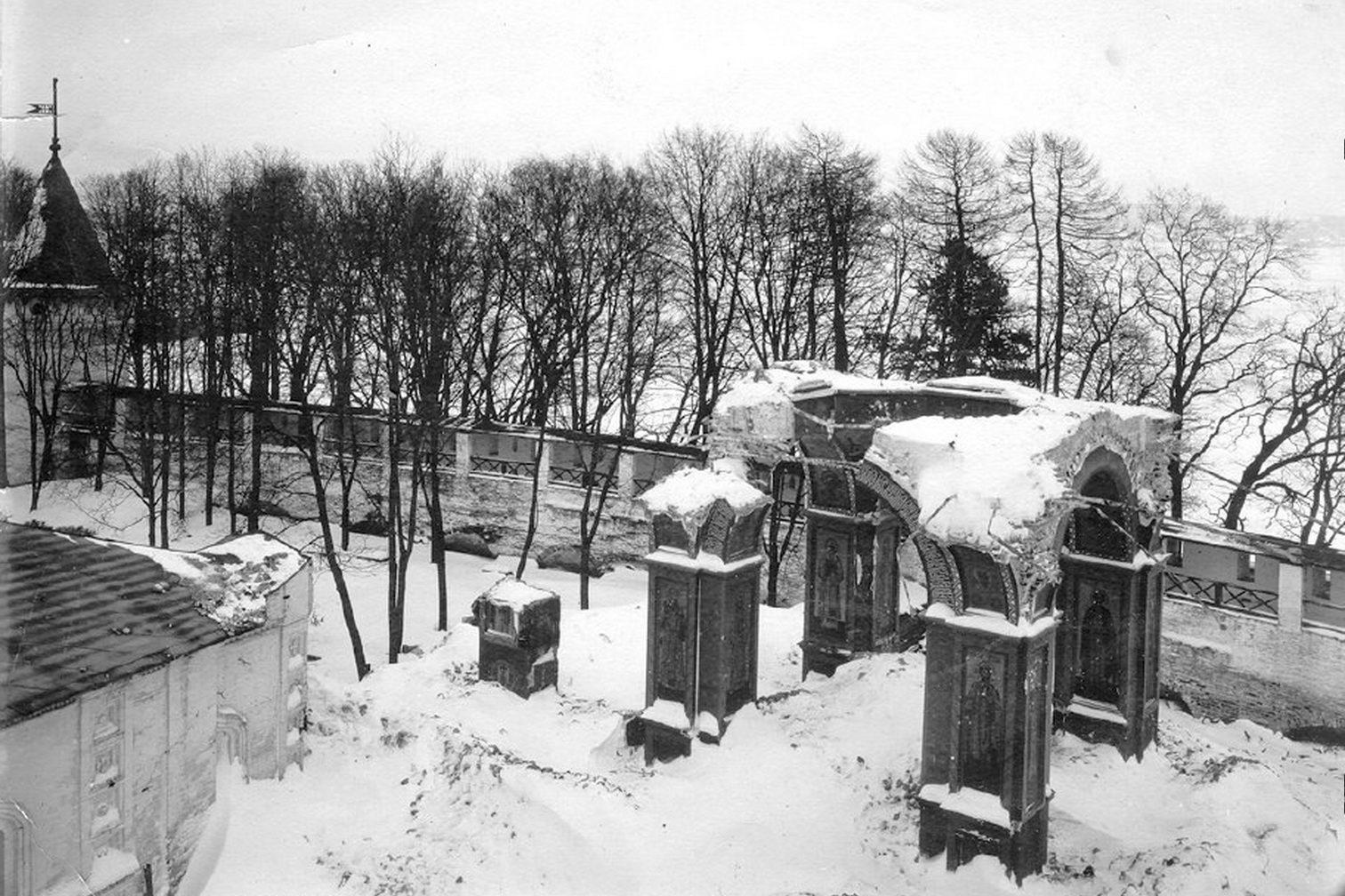 Руины храма Рождества Пресвятой Богородицы.
