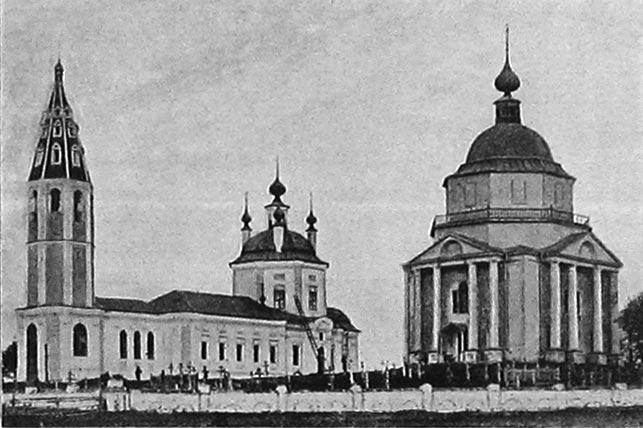 Воскресенская (слева) и Благовещенская церкви, село Пятница-Воча.