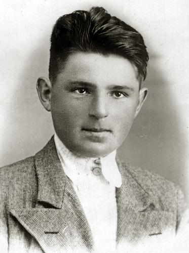 Л.П. Пискунов. Фото из архива автора. 1946 г.: http://kostromka.ru/kostroma/land/06/piskunov/83.php