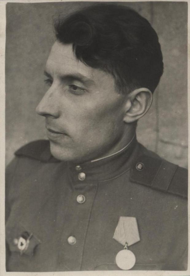 Поэт Александр Часовников. Берлин 1945 г.