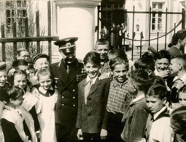 Некоторые из учеников 9 школы поступили в Балашовское высшее военное авиационное училище