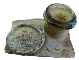 Горловина стеклянного штофа с клеймом. Дата на клейме - 1779 год, Кострома