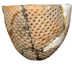 Лепной керамический горшок с ямочным орнаментом. Неолит.