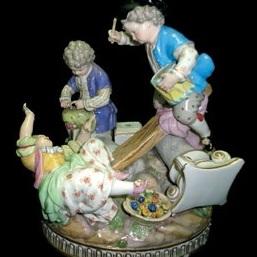 """Статуэтка """"Играющие дети"""". XIX век. Германия, Саксония, г. Мейсен."""